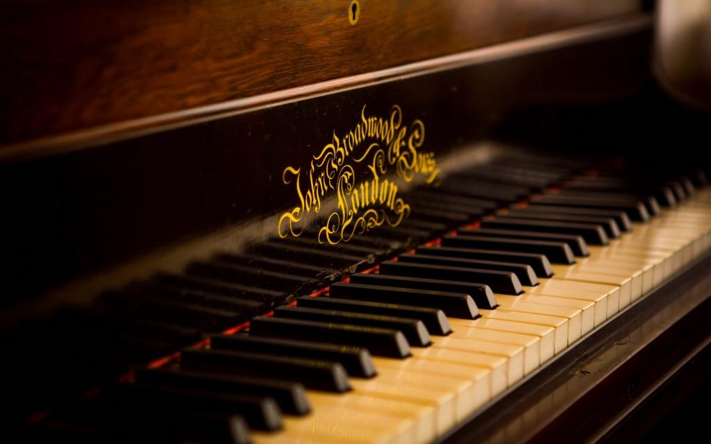 vintage-piano-keys-macro-free-desktop-2560x1600