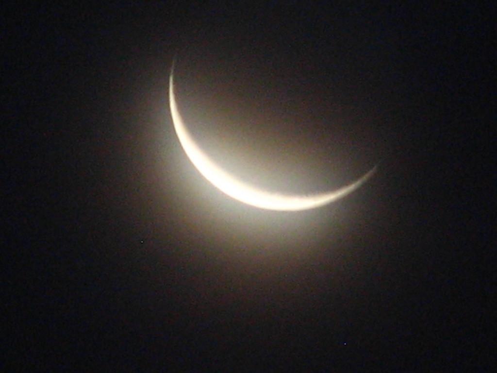crescent_moon_wallpaper