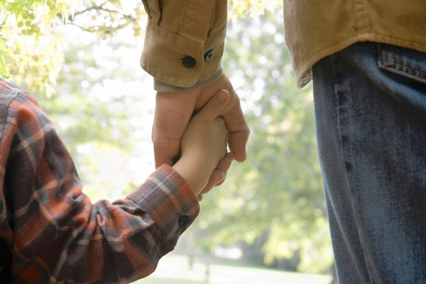 Man and boy (4-5) holding hands, rear view, close-up on hands. CREDIT: Jose Luis Pelaez / Stone photo ** TCN OUT **